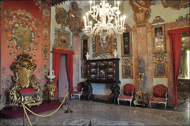 La salle du trône du palais
